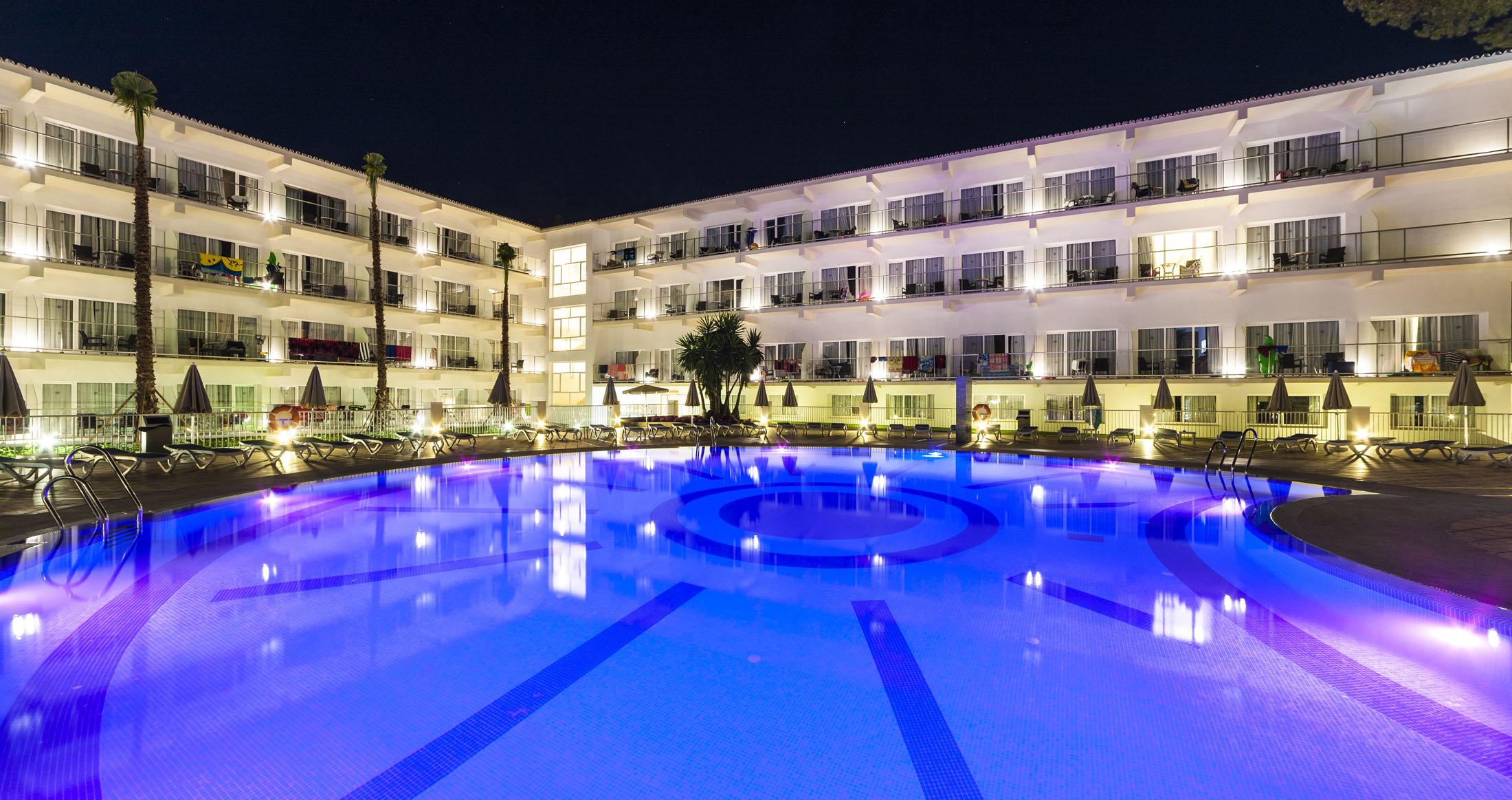 Piscina Hotel Globales Playa Estepona