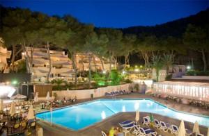 apartamentos en cala llonga de Ibiza