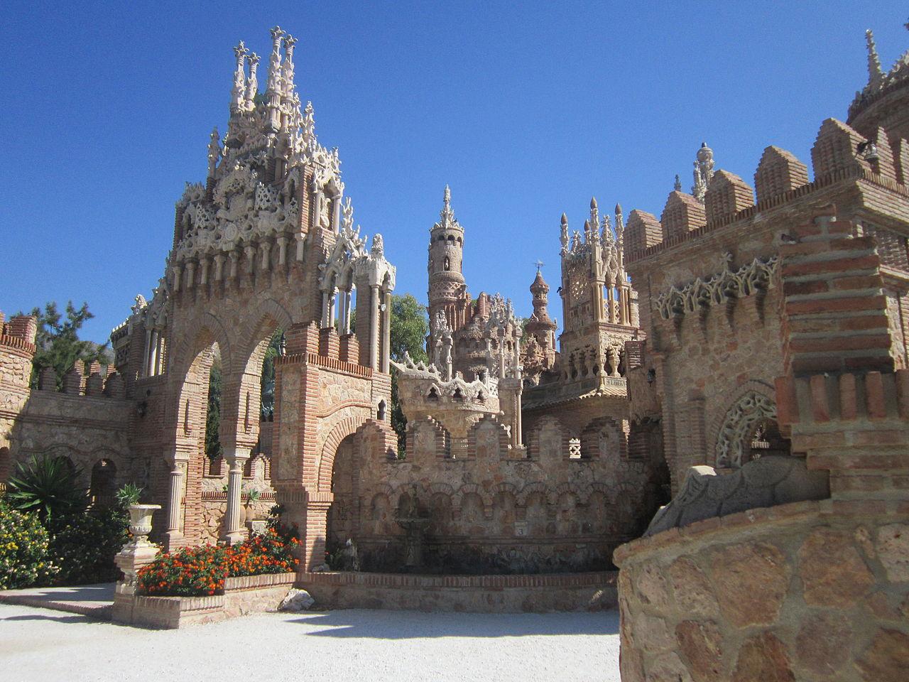 castillo colomares 2